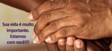 """card de divulgação da campanha, com duas mãos negras juntas e a frase """"Sua vida é muito importante para nós"""""""